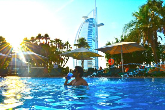 The pool picture of jumeirah beach hotel dubai - Jumeirah beach hotel swimming pool ...