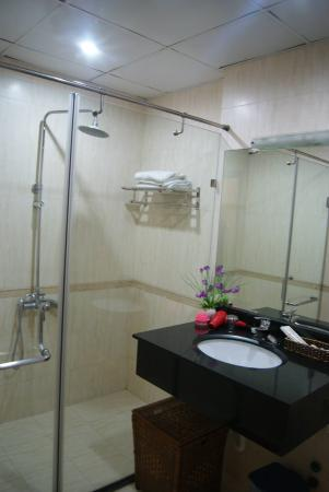 Hanoi Eclipse Hotel: very clean bathroom