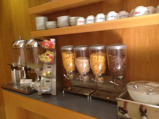 ARS Hotel: The breakfast selection was great!