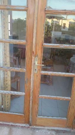 Club Montecastillo: Secure door ????