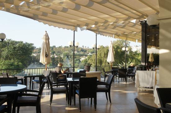 Real Club de Golf Las Brisas: La terrasse du club House