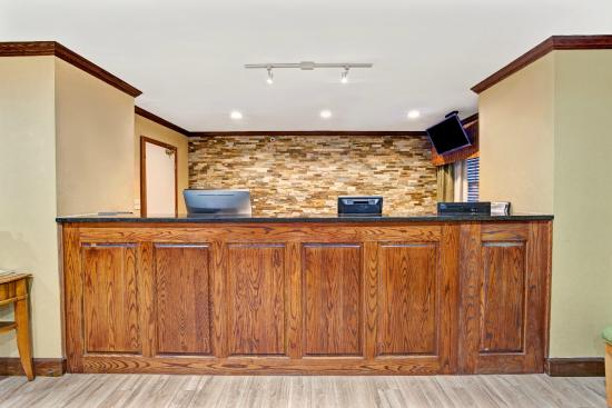 Baymont Inn & Suites Kennesaw: Front Desk Reception
