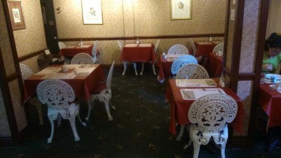 Salle petit dejeuners photo de auberge le jardin d for Auberge le jardin d antoine