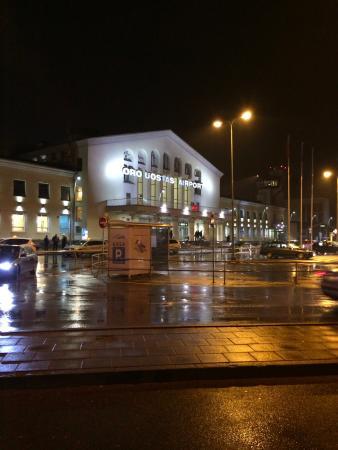 Barbacan Apartments: Ночной аэропорт
