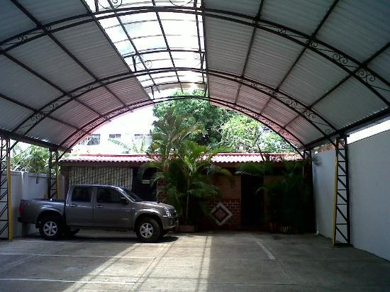 Hotel Casa Pablo: parqueadero