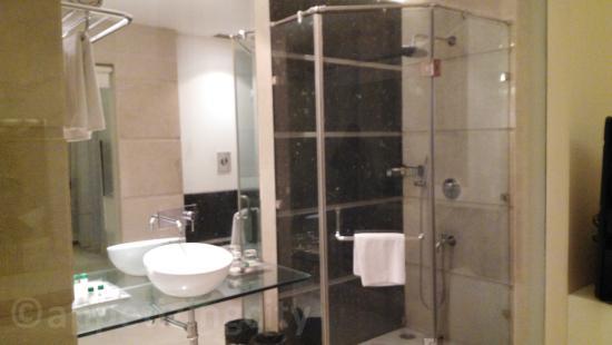 Hotel Eternity: bathroom