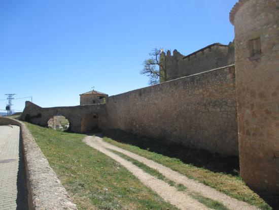 Castillo  en Almenar de Soria - voorgevel en toegang