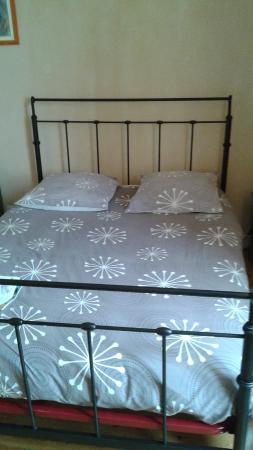 Ruch, Francia: le lit en fer,mais confortable.