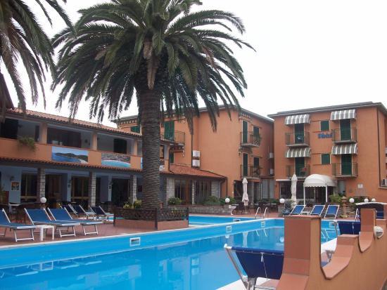 Hotel Tre Colonne. Piscine
