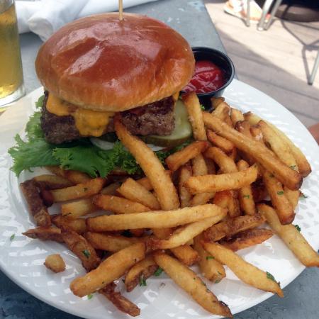 Mesa Luna: Bacon Cheddar Burger