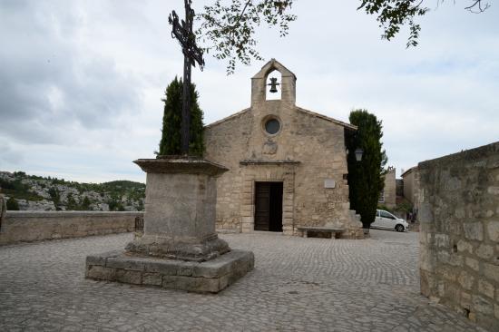 Rue des baux photo de office de tourisme des baux de - Office du tourisme des baux de provence ...