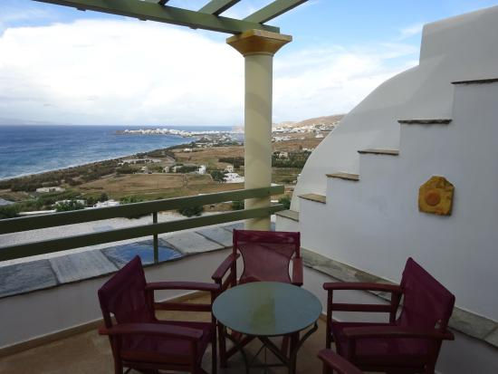 Tinos View Luxury Apartments: The view from the upper apartment terrace