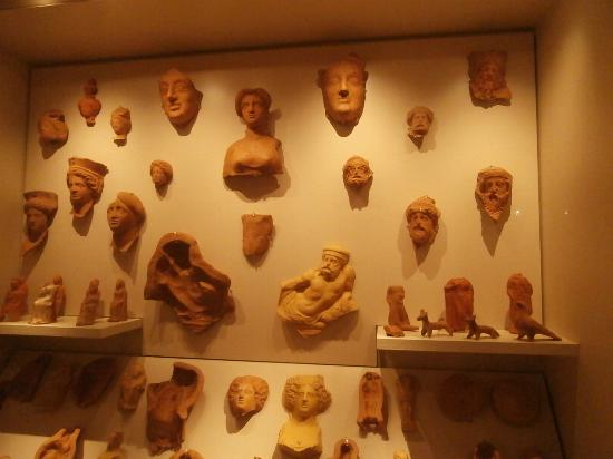 Arta, Greece: Clay figures used a grave goods, along with their hollow casts.