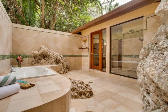 Sleeping Giant Lodge: Spanish Casita Bathroom