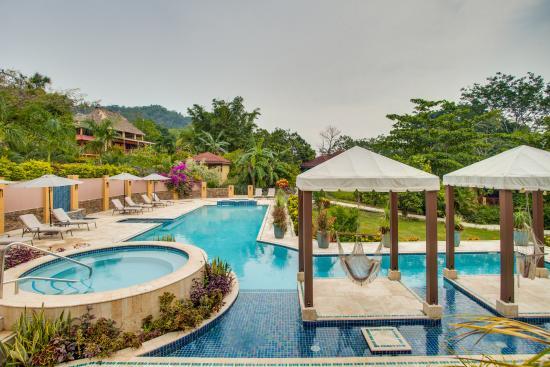 Sleeping Giant Lodge: Jacuzzi and Pool