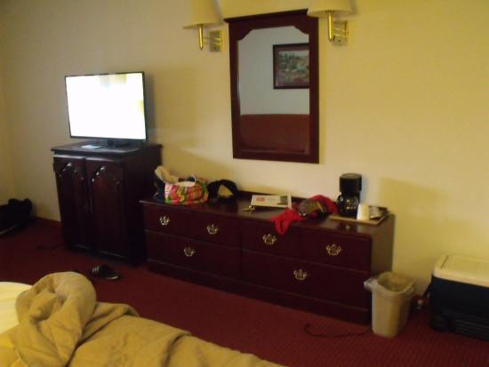 Colonial Inn: room