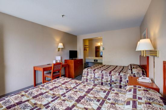 Good Nite Inn Sacramento: Guestroom- Two Queen beds