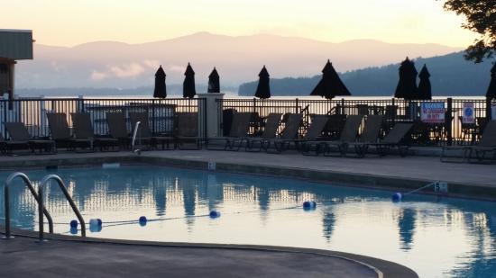 The Georgian Lakeside Resort: Pool, lake mountains view!