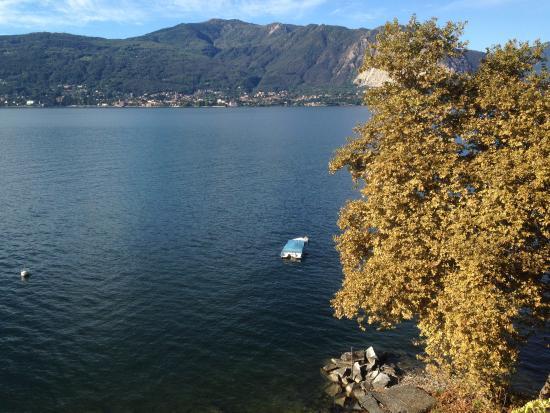 Hotel Ristorante Pizzeria Beata Giovannina : вид из номера на озеро