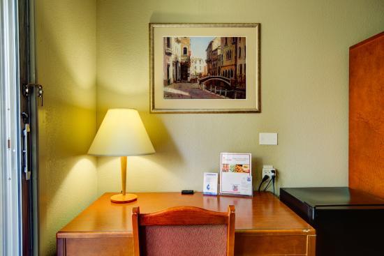Good Nite Inn - Redwood City: Desk area