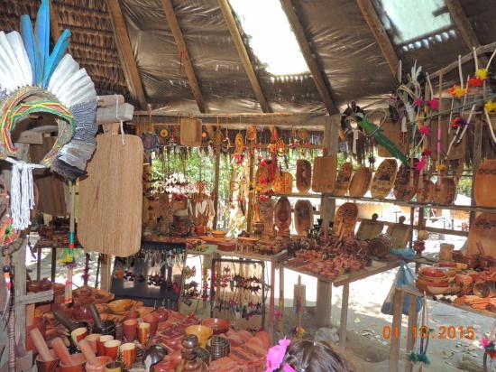 Armario Exterior ~ artesanato indígena um mais bonito que o outro e com preços bons! Foto de Reserva Pataxó