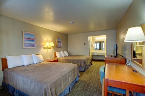 Good Nite Inn - Salinas : Guestroom- Two Queen beds