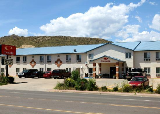 Econo Lodge : Econolodge Hotel Front View