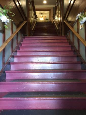 Columbia Hotel: Main stairs from the street