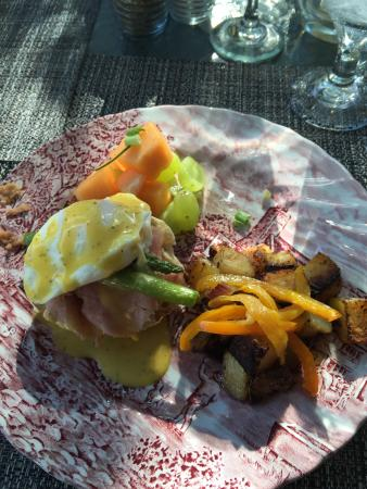 The Carriage House Bed and Breakfast: Delicious Eggs Benedict