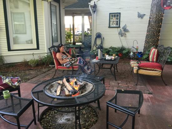 The Carriage House Bed and Breakfast: relaxing fire in the mornings