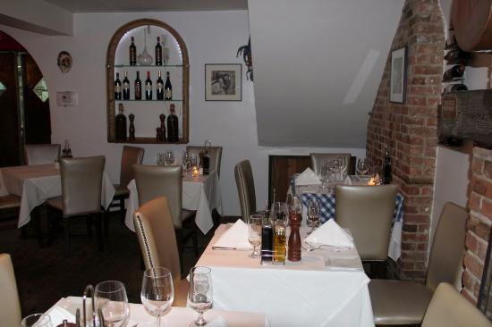 Scarlatto: Cozy areas to enjoy the delicious meals.