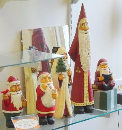 Boiling Springs, Pensilvania: Wooden Santas