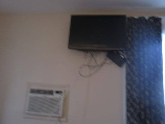 Commons Inn: Wires & device dangling from TV