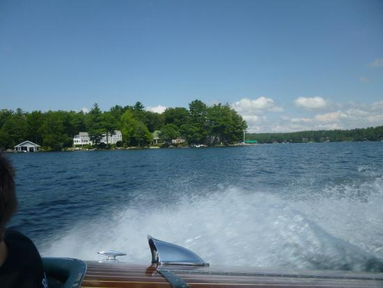 Wolfeboro, นิวแฮมป์เชียร์: On the wooden speedboat  out on the lake