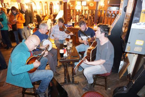 Session at Dingle Pub during Trad Fest