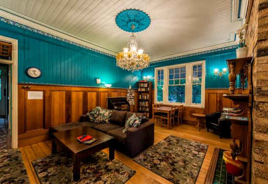 Minto Colonial Hostel: Loungeroom