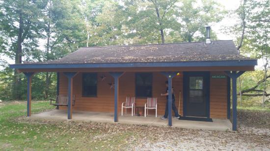 Tonica, อิลลินอยส์: Americana Cabin: front porch