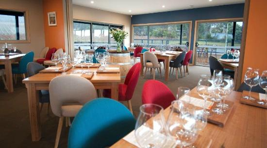 Puddleduck Vineyard: Our sit down tasting room