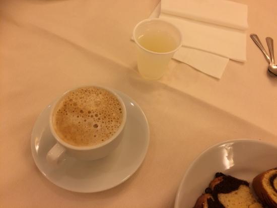 Hotel Luce: Lapidaria! Come sempre sono! -colazione da ospedale -frigo bar deserto -tv andata -wifi inesiste