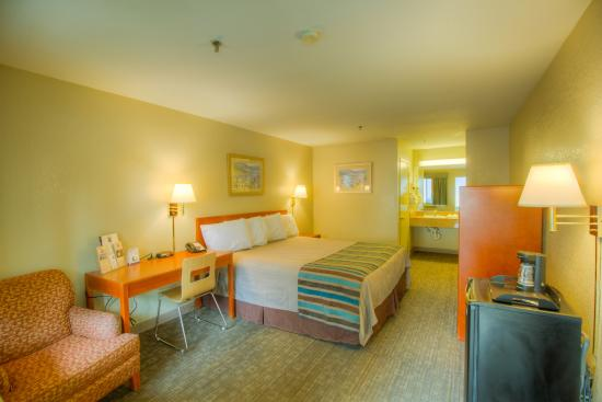 Good Nite Inn Camarillo : Guestroom- Queen bed