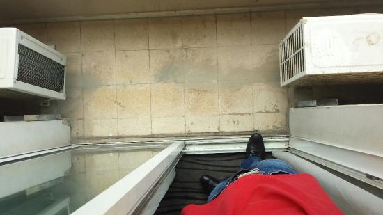Plaza Hotel: Bad ,Balkon und zimmerfoto