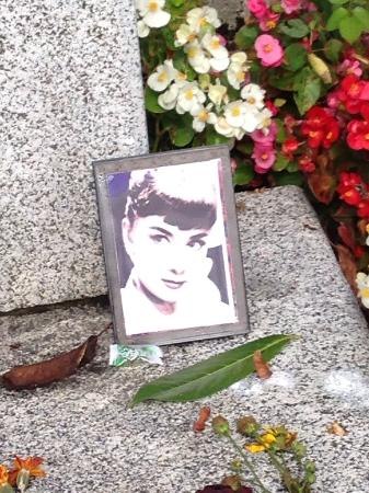 Audrey Hepburn Friedhof Tolochenaz: オードリーお墓