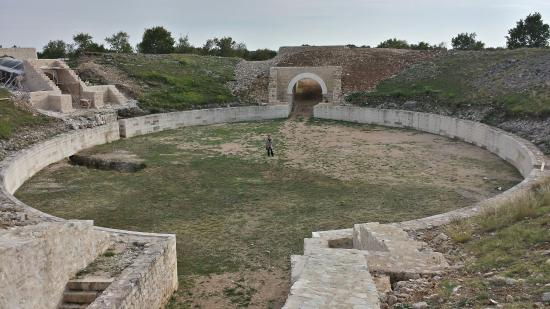 Knin, Croácia: Burnum Ruins