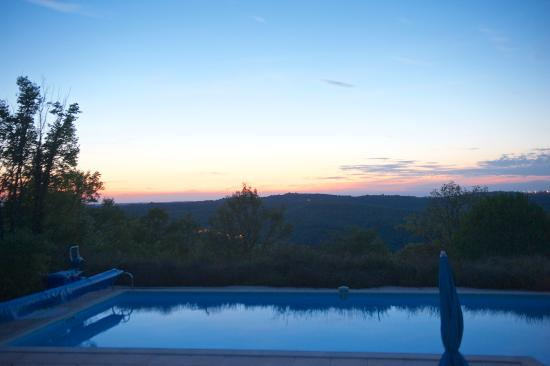 Valroufie, France: Sunset over the pool