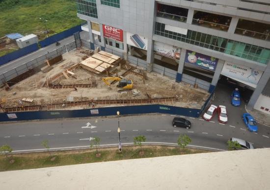 Gaya Centre Hotel : construction for years! Starts early everyday. all rooms face this.