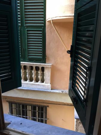 Mini Hotel: вид из окна