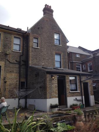 Glenthurston Self-Catering Apartments: back yard