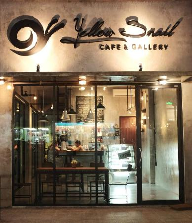 Yellow snail cafe & gallery