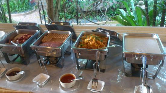 Ao Chalong Villa & Spa: buffet 1