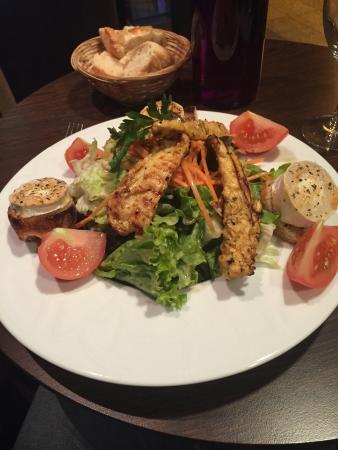 LE BALYANN: Salade au poulet et chèvre